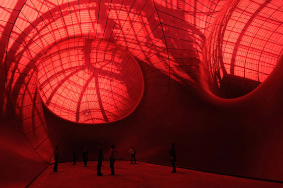 E-02-MONUMENTA2011-Anish-Kapoor_Leviathan_light1
